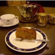 【今月のケーキセット】イングリッシュブレンドと相性ぴったり♪プラムケーキ