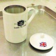 底まで届く大きな茶漉しがポイント!紅茶用茶漉し付きマグカップ(ティーマグ)のご紹介