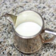 ミルクティーに入れるミルク、キンキン派?温める派?