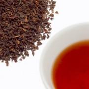 アイスティーブレンドの茶葉と水色の写真
