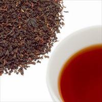 アプリコットティーの茶葉と水色の写真