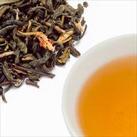 ジャスミンティーの茶葉と水色の写真