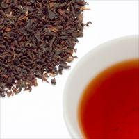 ストロベリーティーの茶葉と水色の写真