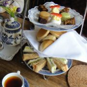 紅茶の国から:コッツウォルズ南東の村、レイコック (後編)