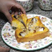 紅茶とサジェスチョン:おつまみにも!オイルサーディンと玉ねぎのチーズトーストレシピ